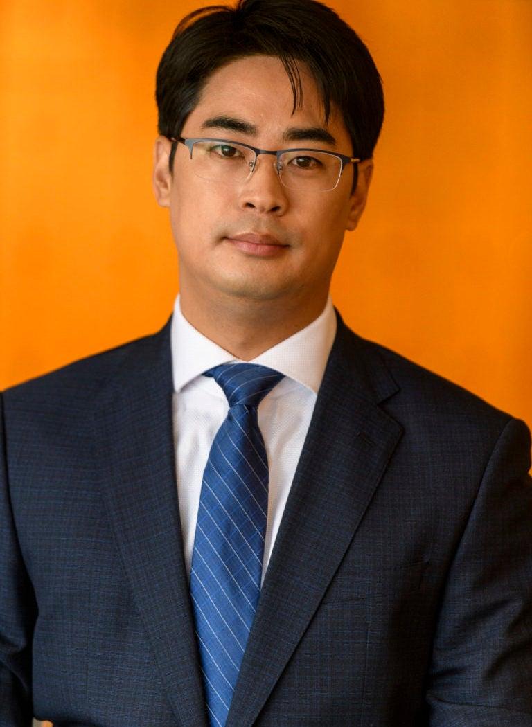 Dong Ku Lee